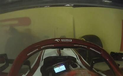 Raikkonen a muro perde il muso dell'Alfa. VIDEO