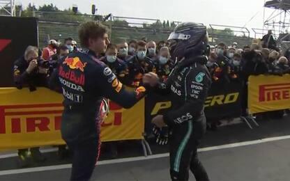 Verstappen-Hamilton: duello in parità. Per ora