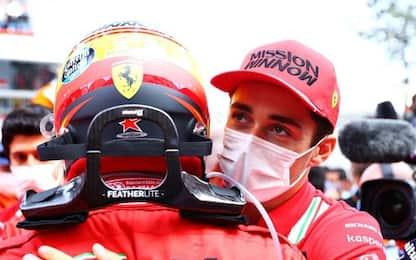 "Leclerc, abbraccio a Sainz: ""Grande Carlos"""