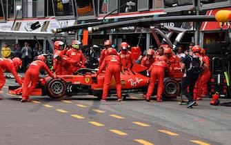 epa07602930 Mechanics push the car of Ferrari's Monegasque driver Charles Leclerc in the pits  during 2019 Formula One Grand Prix of Monaco at the Monte Carlo circuit in Monaco, 26 May 2019.  EPA/YANN COATSALIOU / POOL