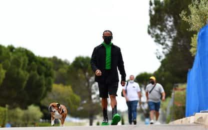 """Lewis in verde e nero al """"Ricard"""". E che scarpe!"""