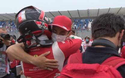 Leclerc Jr vince Gara-2, che abbraccio con Charles