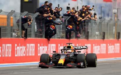 Max tenta la fuga: +12 su Hamilton. Le classifiche