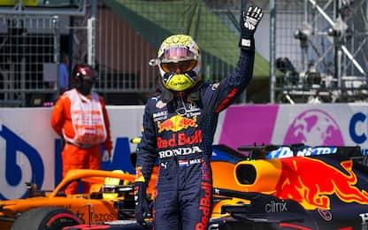 Verstappen non stecca: terza pole di fila