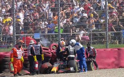 Verstappen, botto dopo il contatto con Hamilton