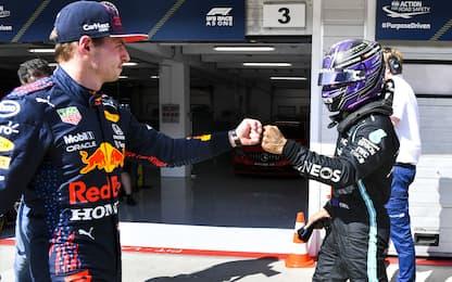 Verstappen-Lewis, è disgelo? Saluto e pugnetto