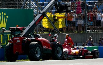 HUNGARORING, HUNGARY - JULY 31: Carlos Sainz, Ferrari SF21 crashes in qualifying during the Hungarian GP at Hungaroring on Saturday July 31, 2021 in Budapest, Hungary. (Photo by Charles Coates / LAT Images)