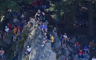 SPA-FRANCORCHAMPS, BELGIUM - AUGUST 30: Fans spectate from a rock during the Belgian GP at Spa-Francorchamps on August 30, 2019 in Spa-Francorchamps, Belgium. (Photo by Jerry Andre / LAT Images)
