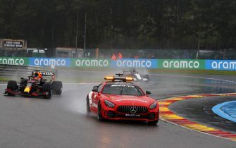 CIRCUIT DE SPA FRANCORCHAMPS, BELGIUM - AUGUST 29: The Safety Car leads Max Verstappen, Red Bull Racing RB16B during the Belgian GP at Circuit de Spa Francorchamps on Sunday August 29, 2021 in Spa, Belgium. (Photo by Charles Coates / LAT Images)