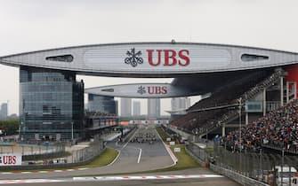 Shanghai International Circuit, Shanghai, China.Sunday 20 April 2014.Lewis Hamilton, Mercedes W05, leads the field away towards the first corner.World Copyright: Will Taylor-Medhurst /LAT Photographic.ref: Digital Image _79P5815