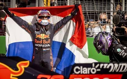 Verstappen, trionfo e sorpasso iridato. Leclerc 5°