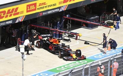 FP1 a Bottas, Leclerc 4°. Max cambia il motore?