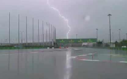 Pioggia, fulmini e vento: un sabato di F1 surreale