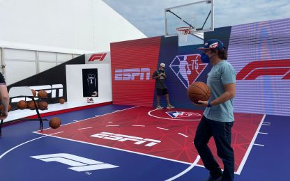Alonso si allena...a basket. Tiri liberi ad Austin