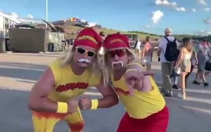 Austin, c'è anche Hulk Hogan. Anzi, due. VIDEO