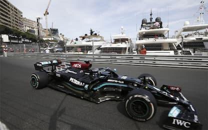 Hamilton in difficoltà e più critico con Mercedes