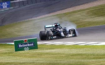 SILVERSTONE, UNITED KINGDOM - AUGUST 02: Lewis Hamilton, Mercedes-AMG Petronas F1 with a puncture on his front tyre during the British GP at Silverstone on Sunday August 02, 2020 in Northamptonshire, United Kingdom. (Photo by Andy Hone / LAT Images)