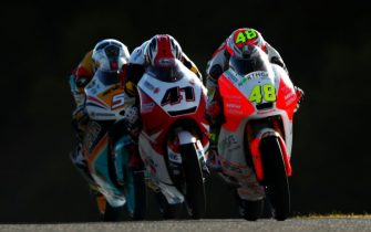 JEREZ DE LA FRONTERA, SPAIN - MAY 06:  Lorenzo Dalla Porta of Italy and Aspar Mahindra Moto3 rides ahead of Nakarin Atiratphuvapat of Thailand and Honda Team Asia and Romano Fenati of Italy and Marinelli Rivacold Snipers during final practice for Moto3 at Circuito de Jerez on May 6, 2017 in Jerez de la Frontera, Spain.  (Photo by Dan Istitene/Getty Images)