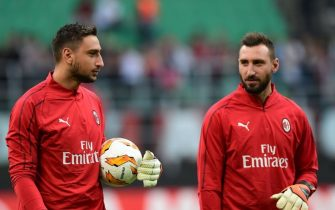AC Milan's Italian goalkeeper Gianluigi Donnarumma (L) and his brother AC Milan's Italian goalkeeper Antonio Donnarumma warm up prior to the Europa League Group F football match between AC Milan and Olympiakos at the San Siro stadium on October 4, 2018 in Milan. (Photo by Miguel MEDINA / AFP)        (Photo credit should read MIGUEL MEDINA/AFP via Getty Images)