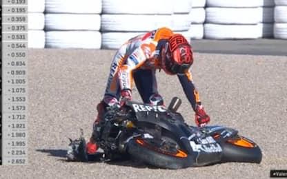 Scivola anche Marc Marquez, moto in pezzi. VIDEO