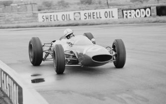English Grand Prix motorcycle road racer and Formula One driver John Surtees (1934-2017) drives the #10 Team Ferrari, Ferrari 156 V6, during the British Grand Prix at Silverstone, UK, 20th July 1963.(Photo by Victor Blackman/Daily Express/Hulton Archive/Getty Images)