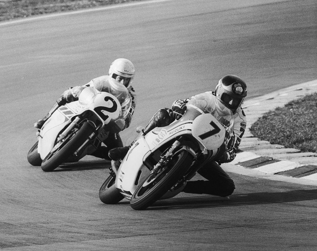 British motorbike champion Barry Sheene (1950 - 2003) on his Suzuki nips ahead of America's Kenny Roberts on a Yamaha during the John Player Transatlantic Trophy meeting at Brands Hatch, April 1977. The trophy was ultimately awarded to America. (Photo by David Ashdown/Keystone/Hulton Archive/Getty Images)