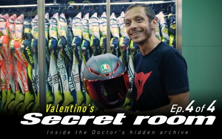 Valentino Rossi Svela La Sua Stanza Segreta Tutti I Caschi Video Sky Sport