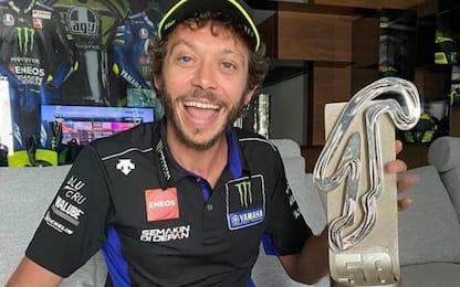 Rossi show: podio virtuale, ma il trofeo è reale