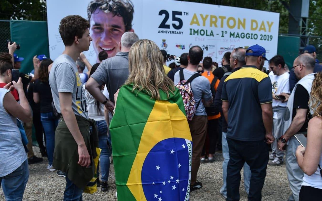 Tifosi di Ayrton Senna nel 25° anniversario della sua morte