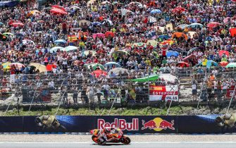 epa06715152 Spanish MotoGP rider Marc Marquez of the Repsol Honda team is on his way to win the Motorcycling Grand Prix of Spain at the Jerez-Angel Nieto Racetrack in Jerez de la Frontera, southern Spain, 06 May 2018.  EPA/ROMAN RIOS