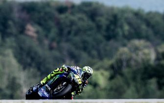 epa07756399 Valentino Rossi of Monster Energy Yamaha MotoGP Team in action during the Motogp race of the Motorcycling Grand Prix of the Czech Republic at Masaryk circuit in Brno, Czech Republic, 04 August 2019.  EPA/MARTIN DIVISEK