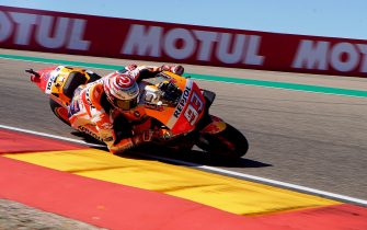 epa07041473 Spanish MotoGP rider Marc Marquez of the Repsol Honda Team is on his way to win the Motorcycling Grand Prix of Aragon at the MotorLand Aragon circuit in Alcaniz, northeastern Spain, 23 September 2018.  EPA/ANTIONIO GARCIA