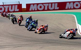 epa07041442 Spanish MotoGP rider Marc Marquez (2-R) of the Repsol Honda Team is on his way to win the Motorcycling Grand Prix of Aragon at the MotorLand Aragon circuit in Alcaniz, northeastern Spain, 23 September 2018. Marquez won ahead of second placed Andrea Dovizioso (R) of the Ducati Team and third placed Andrea Iannone (C) of the Suzuki Ecstar team, both of Italy.  EPA/ANTIONIO GARCIA