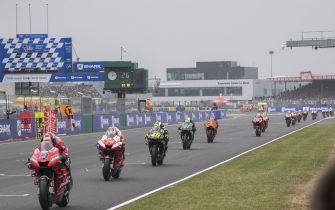 LE MANS, FRANCE - MAY 19: The MotoGP riders start from the grid during the MotoGP race during the MotoGp of France - Race on May 19, 2019 in Le Mans, France. (Photo by Mirco Lazzari gp/Getty Images)
