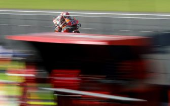 epa08001465 Spanish MotoGP rider Marc Marquez of Repsol Honda team in action during the third free practice session of the Grand Prix of Valencia at Ricardo Tormo racetrack, in Cheste, Valencia, Spain, 16 November 2019. The Comunitat Valenciana GP race will be held on 17 November 2019.  EPA/Kai Foesterling
