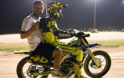 Valentino Rossi e Cesare Cremonini al ranch. VIDEO