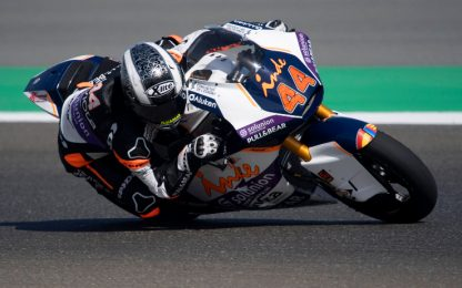 Moto2, pole di Canet. 5° Bezzecchi, 12° Marini