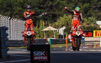 SBK, doppietta Ducati: Davies vince e saluta