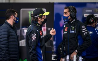 VALENCIA, SPAIN - NOVEMBER 06: Valentino Rossi of Italy and Monster Energy Yamaha MotoGP visits his garage at the end of FP2 after his quarantine (regarding the corona virus) and speaks with his Data Engineer Matteo Flamigni during the free practice for the MotoGP of Europe at Comunitat Valenciana Ricardo Tormo Circuit on November 06, 2020 in Valencia, Spain. (Photo by Steve Wobser/Getty Images)