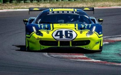 Rossi gira con la Ferrari del Team Kessel. VIDEO