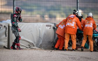 ALCANIZ, SPAIN - OCTOBER 16: Fabio Quartararo of France and Petronas Yamaha SRT and track marshals after his crash during the free practice for the MotoGP of Aragon at Motorland Aragon Circuit on October 16, 2020 in Alcaniz, Spain. (Photo by Steve Wobser/Getty Images)