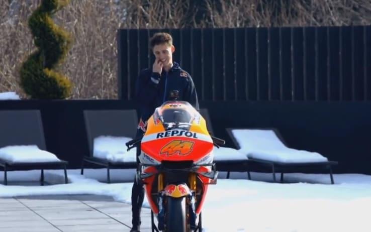 Pol Espargarò in sella al prototipo Honda