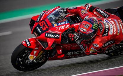 GP Qatar, pole di Bagnaia. 4° Rossi, 7° Morbidelli