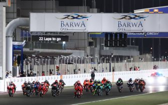 LOSAIL INTERNATIONAL CIRCUIT, QATAR - MARCH 28: Race start during the Qatar GP at Losail International Circuit on Sunday March 28, 2021 in Losail, Qatar. (Photo by Gold and Goose / LAT Images)