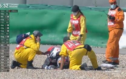 Brutta caduta per Martin, colpito dalla sua moto