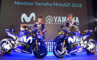 epa06470749 Spanish MotoGP rider Maverick Vinales (L) of Movistar Yamaha and his Italian team mate Valentino Rossi (R) attend the team presentation in Madrid, Spain, 24 January 2018. The MotoGP season kicks off on 18 March 2018 with the Grand Prix of Qatar.  EPA/RODRIGO JIMENEZ