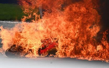 Incidente tra Pedrosa e Savadori, moto in fiamme