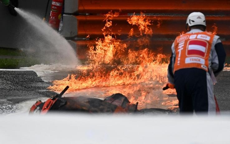 Incidente Pedrosa-Savadori, fiamme in pista