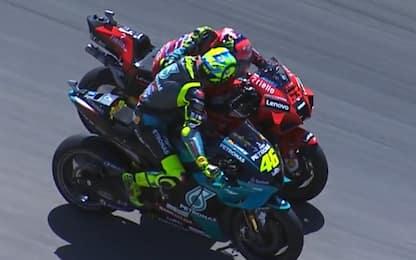 Bagnaia-Rossi, emozionante abbraccio a fine gara