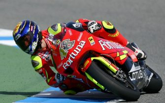 JEREZ, SPAIN:  Spanish Moto 250 cc rider Jorge Lorenzo takes a curve in Jerez, 26 March 2006.  Lorenzo won the race as Alex de Angelis of San Marino took the second position and Italian Andrea Dovizioso the third. AFP PHOTO/ PIERRE-PHILIPPE MARCOU  (Photo credit should read PIERRE-PHILIPPE MARCOU/AFP via Getty Images)